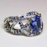 Bague or blanc et saphir bleu pavage dégradé saphirs et diamants