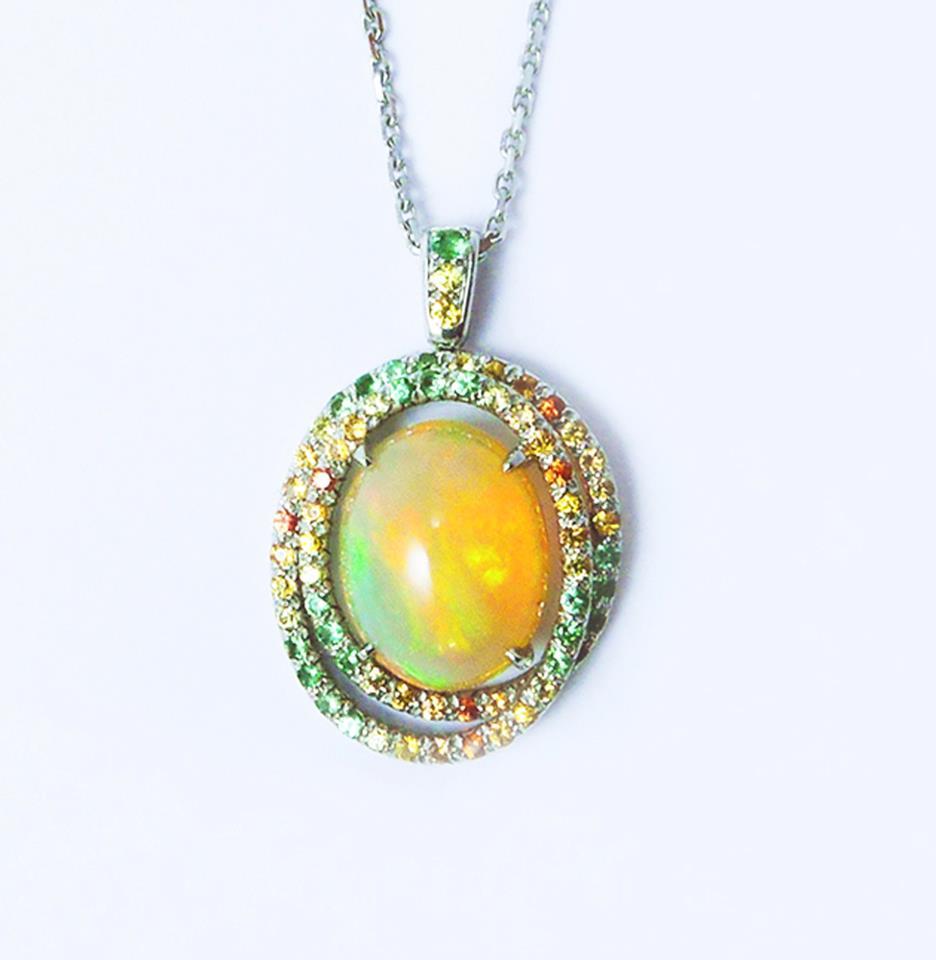 Pendentif opale et or blanc. Pavage dégradé de saphirs et tsavorites