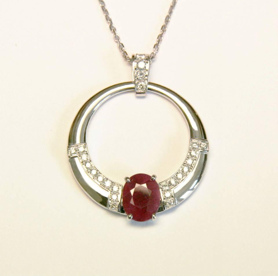 Pendentif or blanc rubis et diamants