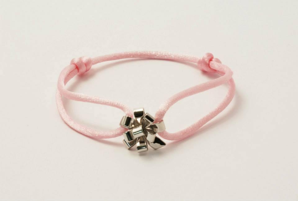 Bracelet petit noeud bolduc monté sur cordon de couleur